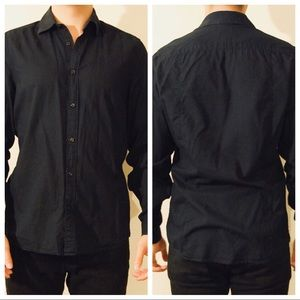 H&M's black shirt